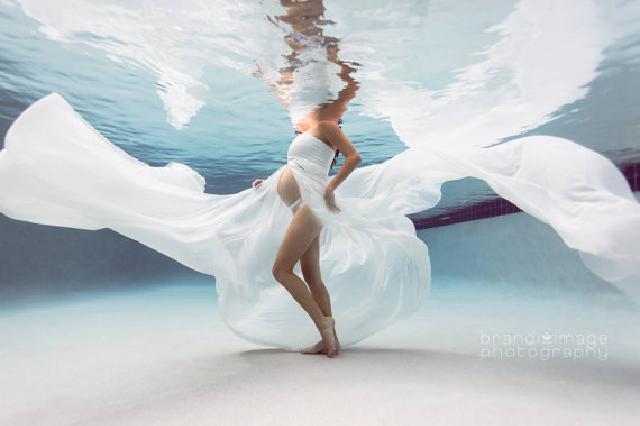 レンタルドレス 流れるようなシフォンのマタニティドレス♪ホワイト フロントスリット