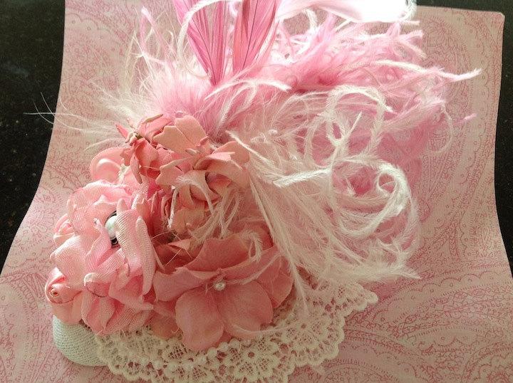 ボリュームたっぷり☆ふわふわフェザーとお花のティアドロップハット