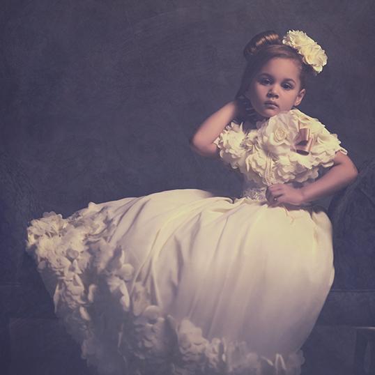 花のシフォンロゼットドレスとケープ「Exquisite Soft Floral Flower Chiffon Rosette Flower Girls Dress」4歳から12歳