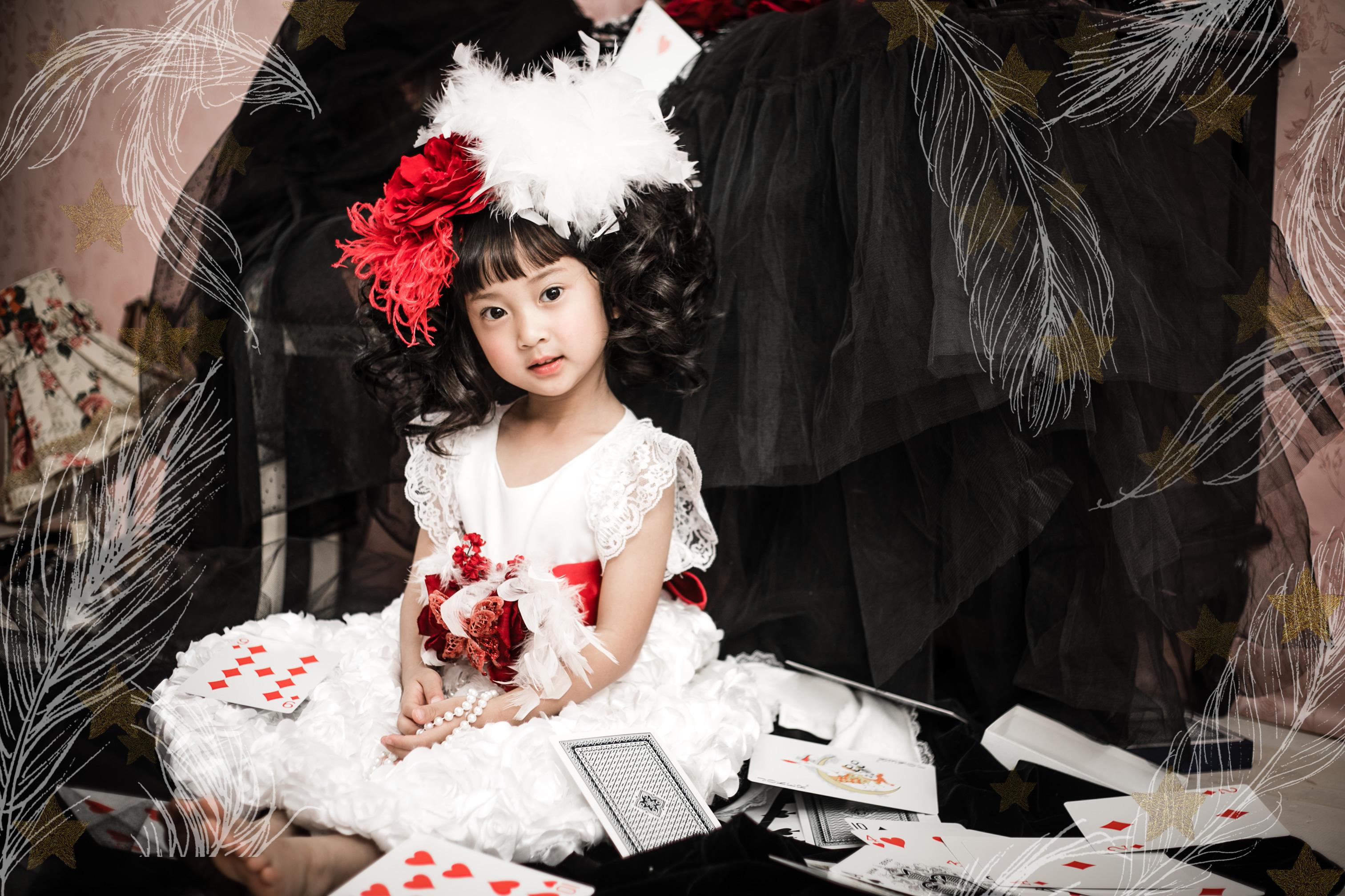 レンタルドレス ホワイトサテンローズとレッドリボンラグジュアリーベビードレス「honoka」