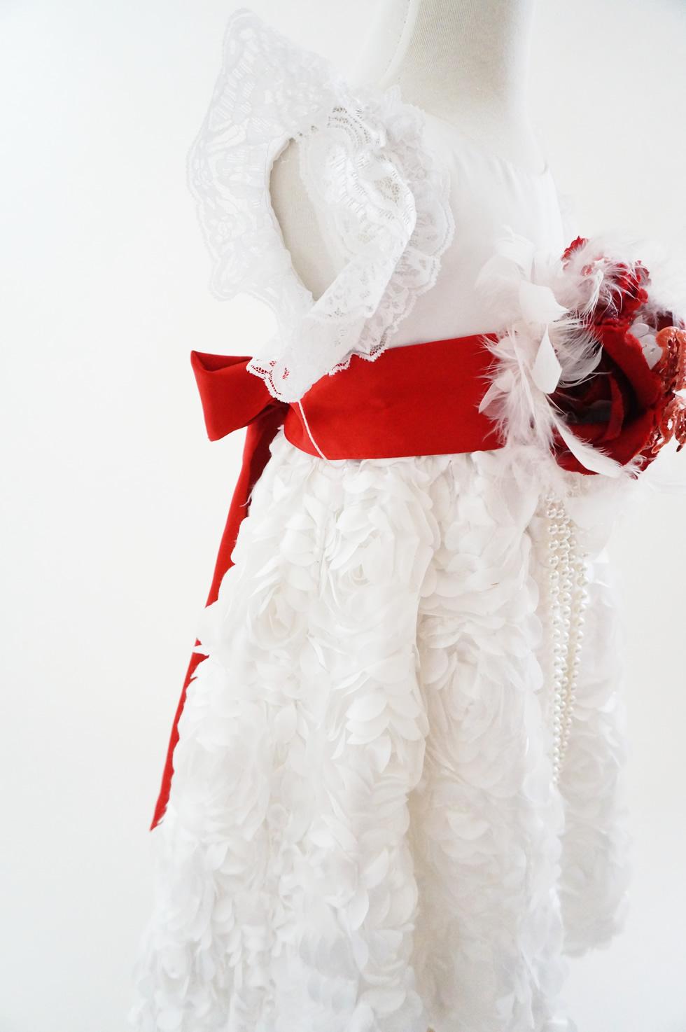 ホワイトサテンローズとレッドリボンラグジュアリーベビードレス「honoka」