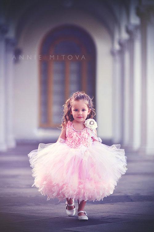 ふわふわのチュール&フェザー!ソフトピンクとアイボリーのゴージャスドレス【Pretty Little Things】18カ月から6歳