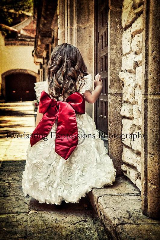 ホワイトサテンローズとレッドリボンラグジュアリーベビードレス「Promise」