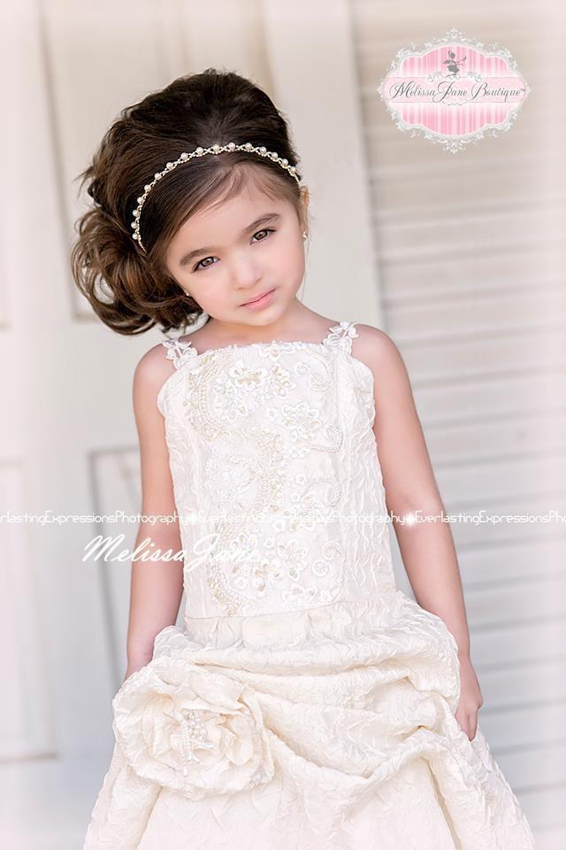 シンプルで美しい優雅なドレス「Simplistic Beauty Exquisite Flower Girl Dress」3歳から4歳