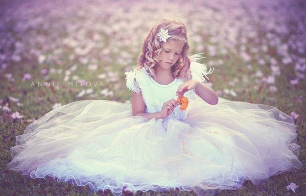 時を越えた美しいフェザードレス  「Timeless Stunning Flower Girl Dress - Ostrich Feathers」 2歳から14歳
