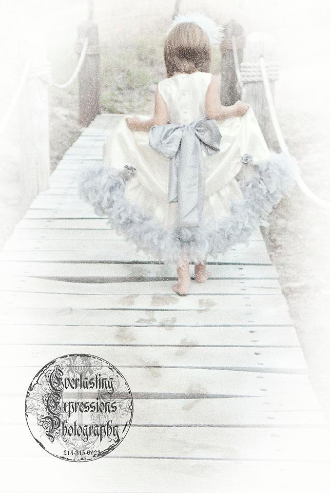 レンタルドレス ライトグレイのフェザーラインタフタドレスWinter Fairytale2T【90・100サイズ】